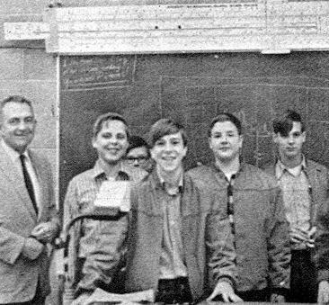دوران ابتدایی برای استیو خستهکننده بود. معلم کلاس چهارم در موفقیتهای بعدی او نقش زیادی داشت