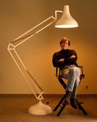 در سال ۱۹۸۶، جابز شرکت انیمشن پیکسار را از جورج لوکاس به مبلغ ۱۰ میلیون دلار خرید